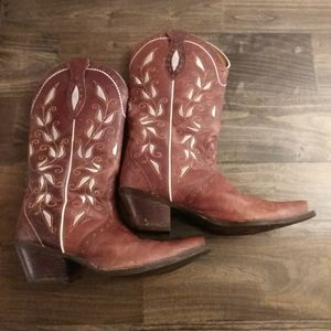 Ariat size 10B womens embroidered cowgirl boots